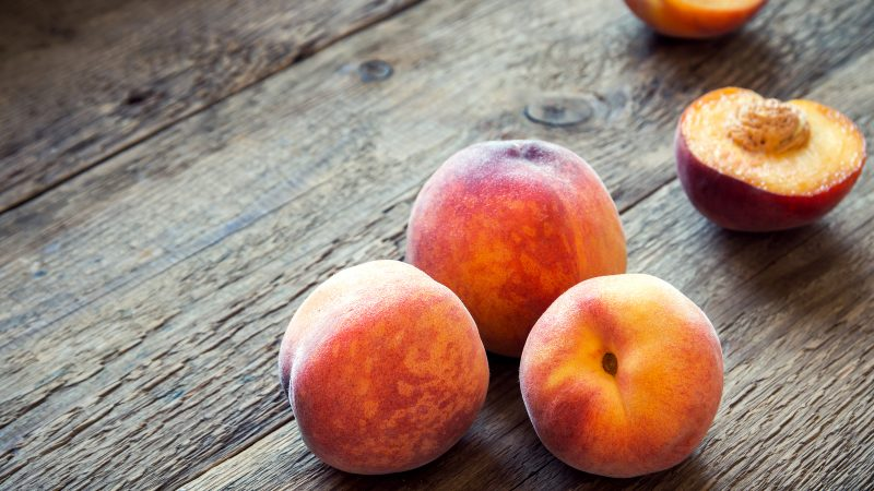Peaches with balsamic, mint and almonds
